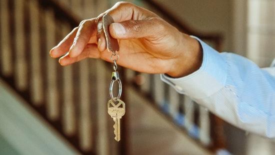 Remise de clé lors d'une transaction immobilière